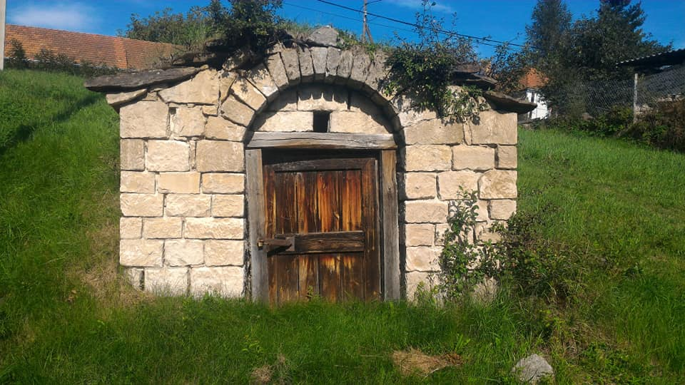 Zážitkový výlet do Tokaje pro 8 osob, 4 dny, 3 noci, *** rodinný pension, cena pro 1 osobu 6 200,- Kč (Gastronomické, historické a vinné toulky Tokajským vinařským regionem s jediným českým historikem a amaterským vinařem zde žijícím!)